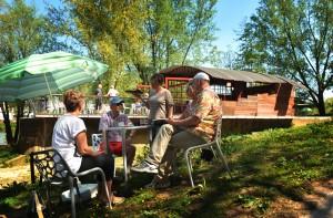 zomerpaviljoen in gebruik . foto bestemd voor flyer