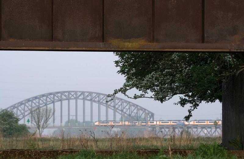 doorkijkje spoorbrug